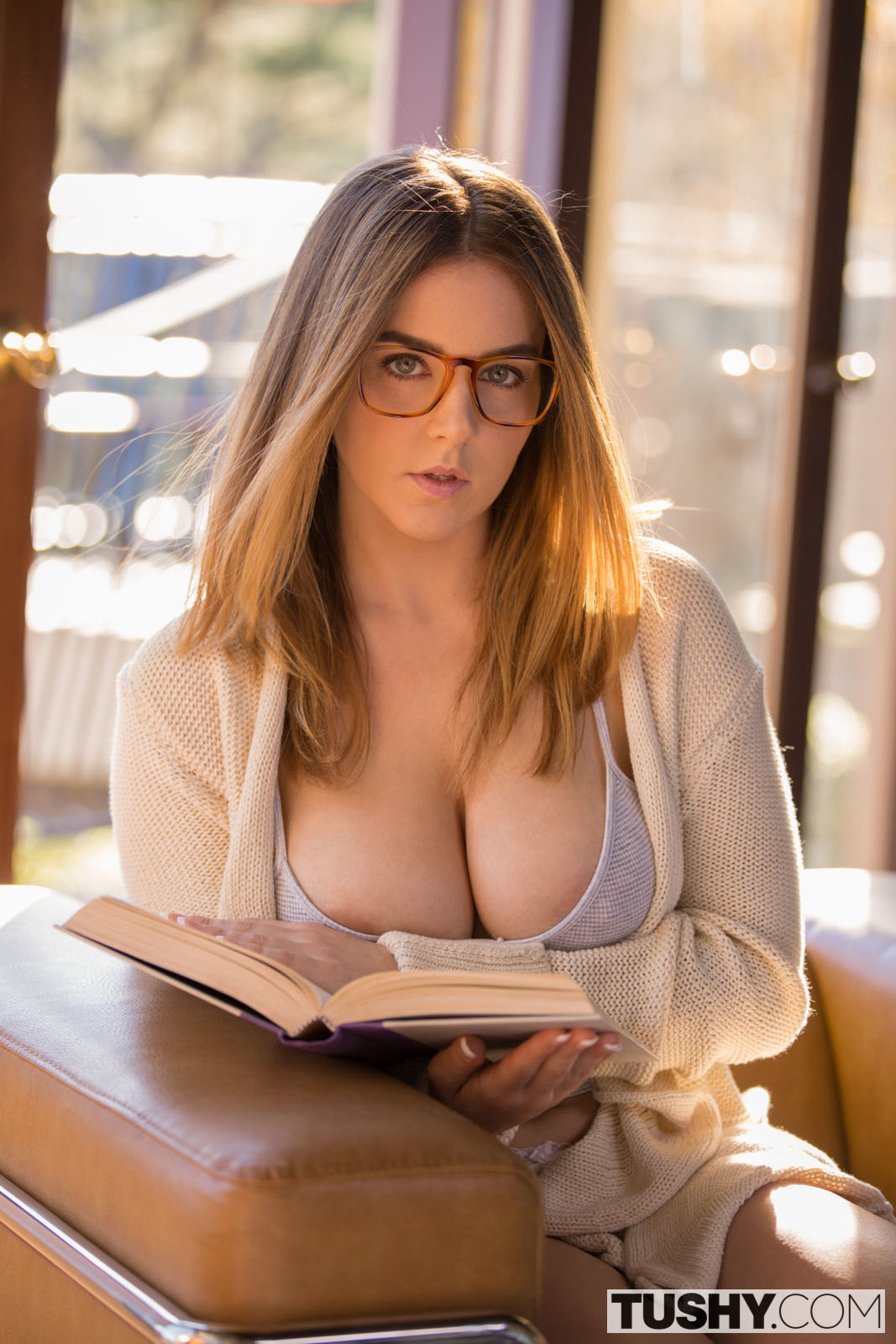 Glasses licking stepsister model